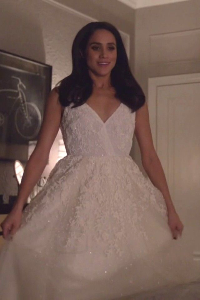 Meghan Markle in a wedding dress for the series 5 finale of Suits ...